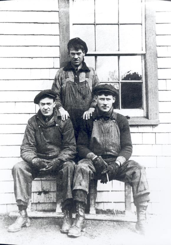 Unidentified employees of Nova Scotia's Eastern Car Company Ltd. in Pictou, 1920
