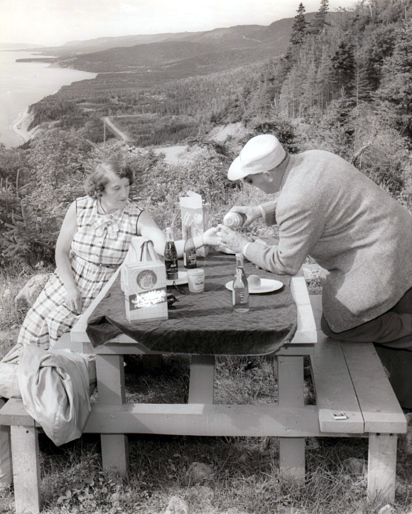 Nova Scotia info pamphlet 'picnic on the Cabot Trail', ca 1950s